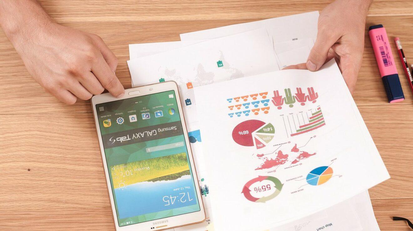Tablet und Infografik